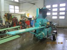 Sawmill for processing fine-gra