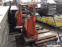 Used Pallet Stackers