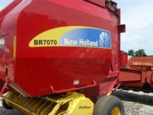 2011 New Holland BR7070