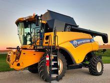 2012 New Holland CR8080