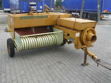 Small square baler Rivierre Cas