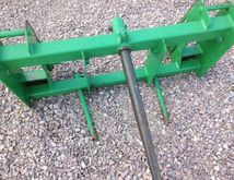 John Deere 3 PRONG BALE SPEAR