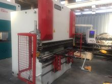 2009 SHEET METAL BENDING MACHIN