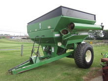 Brent 472 grain cart