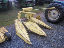 New Holland 824 2RN corn head