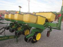 John Deere 7000 4RN corn plante