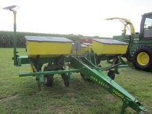 John Deere 7000 4R Planter