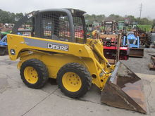 John Deere 317 skid loader