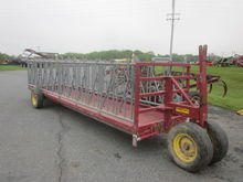 Farmco 23.5' feeder wagon