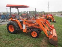 Kubota B8200 4x4 loader