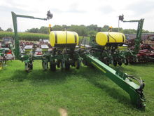 John Deere 8 row 1760 planter