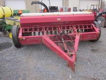 International 9' 510 grain dril