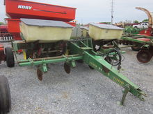 John Deere 7000 4R corn planter
