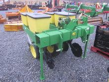 John Deere 2R 3pt corn planter