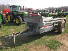 New Idea 3618 spreader