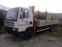 DAF 800 with cranes and loading