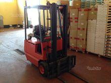 electric pallet truck / forklif