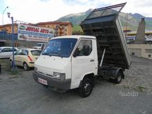 Nissan Trade 3.0 D tipper trila