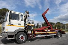 Tractor Renault hook lift syste