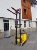 Used Hyster lift S1.