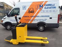 Electronic ride-on pallet truck