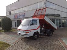 Nissan trade Dumper. trilateral