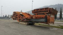 Mobile tracked screening extec