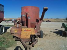 Used FARMHAND 810 in