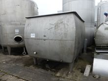 Stainless steel tanks with agit