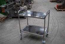 2008 TABLE AVEC PLATEAU EN INOX