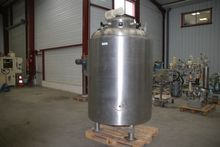 1990 STAINLESS STEEL TANK WITH
