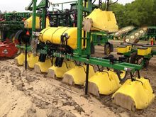 2012 LMC 8-ROW HOODED SPRAYER