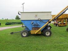 DMI E280 Wagon w / Seed Auger