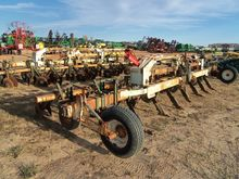 1999 KMC 8 Row Ripper Bedder