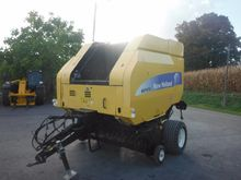 2010 New Holland BR7070