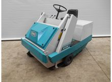 Tennant 215 E ride-on sweeper