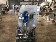 Solid-liquid in-line mixer with