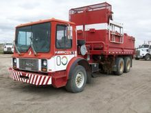 MACK 600 Bed Truck