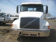 2000 Volvo VNL64T T/A TRUCK TRA
