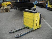 2005 Hyster P2.0S Pallet Movers