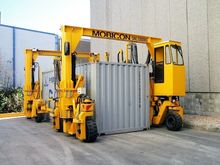 Mobicon 33T Straddle Carriers