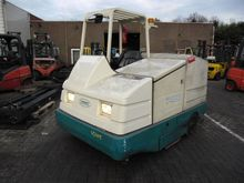 2000 7400D Industrial Sweeper