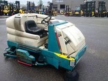 Tennant 8300 Industrial Sweeper