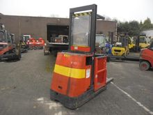 2006 Linde V10 Order Pickers