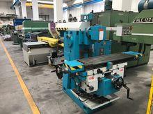 Universal milling machine TOS F