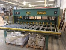 Hydraulic press for blockboard