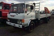 1988 Hino FE12-136 WITH CRANE