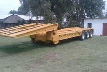 1983 Henred Used 35 Ton Tri Axl