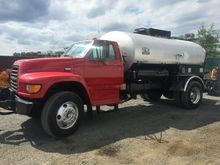Ford F-800 2000 Gallon Asphalt