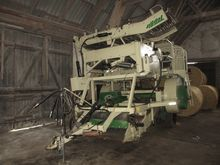Top air onion harvester